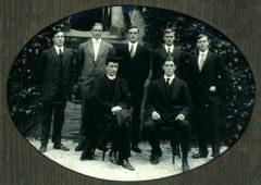 4charleswithfellowprefectsandheadmaster1912